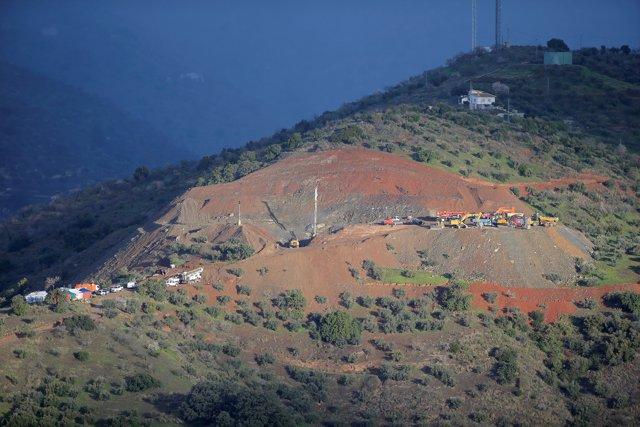 Mlg20022019: Llegada De La Cabina Por La Que Bajarán Los Mineros Para Acceder Po