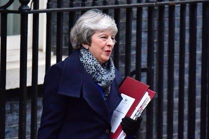 May estudia modificar el Acuerdo del Viernes Santo sobre Irlanda del Norte para desbloquear el Brexit