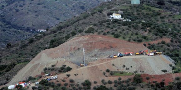 8. La perforación del pozo paralelo al de Julen alcanza 52 de los 60 metros previstos tras una nueva noche de trabajos