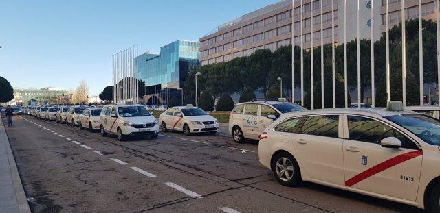 Concentración de taxistas en el Recinto Ferial IFEMA de Madrid