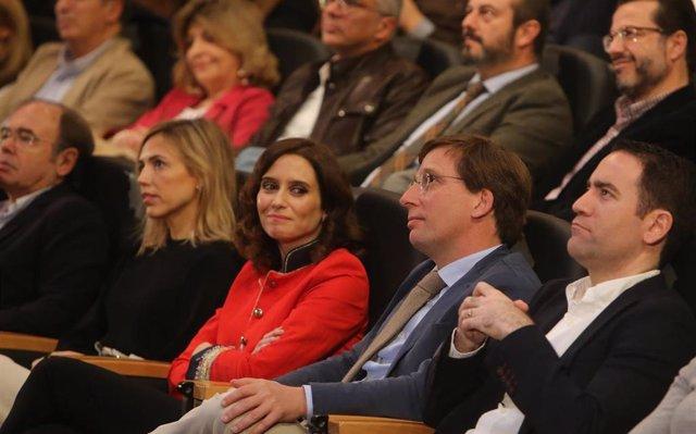 Díaz Ayuso reitera, 'sincera', que se hubiera ido del PP si Sáenz de Santamaría hubiera ganado las primarias