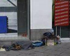 Una de cada sis famílies espanyoles de classe mitjana va caure en la pobresa durant la crisi i no n'ha sortit (Europa Press - Archivo)