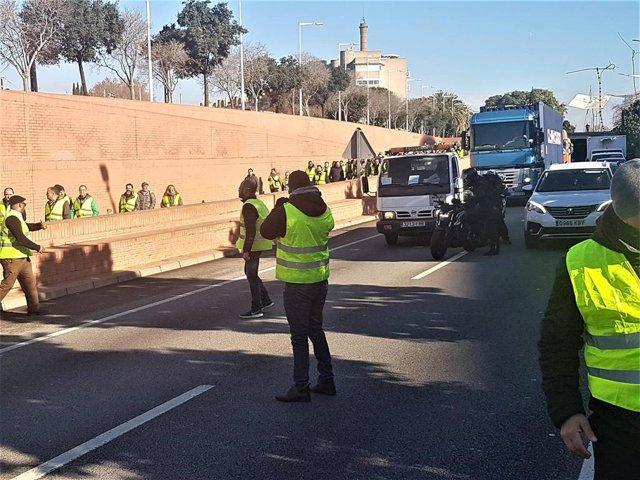 Protesta de los taxis de Barcelona en la Ronda Litoral