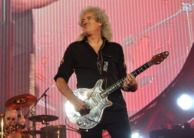 Brian May, de Queen, tocando en un concierto en Londres