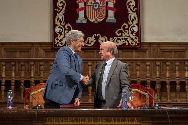 El rector de la UAH José Vicente Saz y el secretario de la OEI Mariano Jabonero