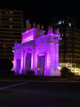 La Porta de La Mar de Valncia, iluminada