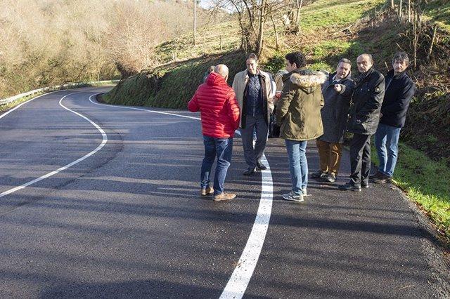 Mazón y otras autoridades comprueban el resultado final de las obras