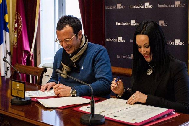 El alcalde de Cádiz firma un acuerdo con la SGAE para el Carnaval en la Escuela