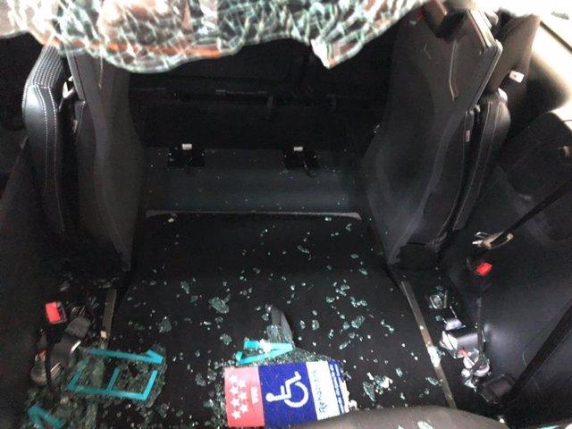 Vehículo atacado por taxistas