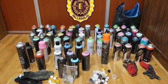 1. Intervenidos en Valladolid 63 sprays de pintura a cinco jóvenes