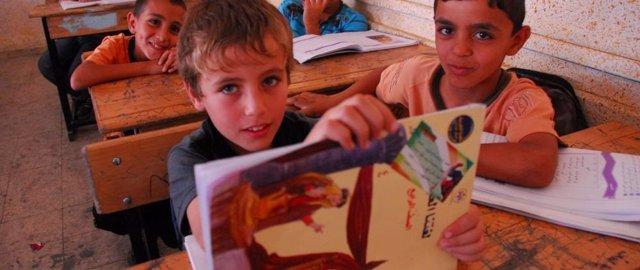 Alumnos de una escuela de la UNRWA
