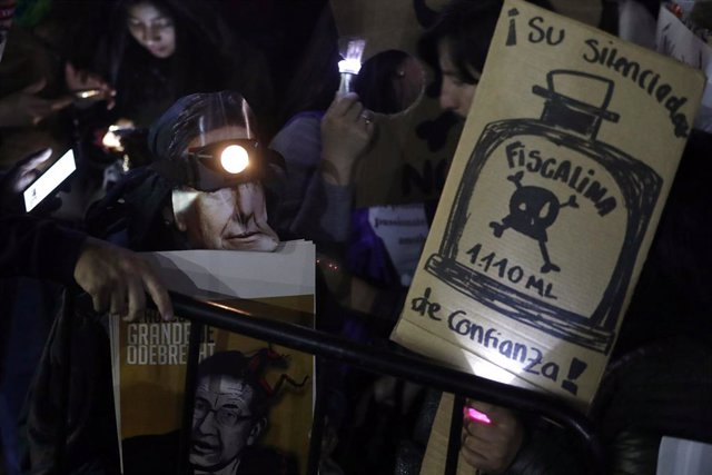 Demonstrators protest against the Attorney General for his alleged links to the