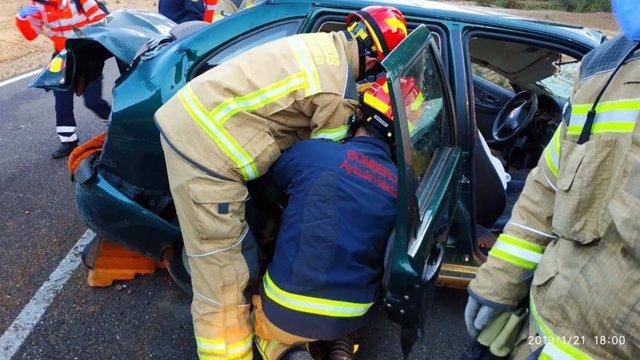 Los bomberos rescatan a la mujer herida, 21-1-19