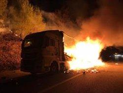 L'accident d'un camió sense ferits talla l'AP-7 tota la nit a Bàscara en sentit nord (ACN)