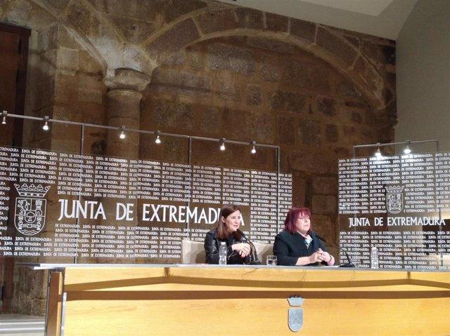 Isabel Gil Rosiña y Begoña García en rueda de prensa tras el Consejo de Gobierno