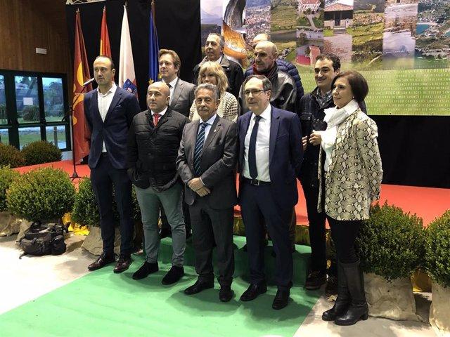 Alcaldes de 10 municipio del Besaya firman un protocolo de colaboración
