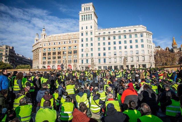 Assemblea de taxistes en el Passeig de Grcia de Barcelona en el seu cinqu dia
