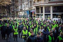 La marxa de taxistes de Barcelona arriba a la Plaça Espanya (DAVID ZORRAKINO - EUROPA PRESS)