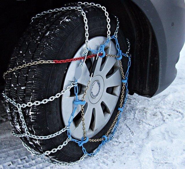 Neumático con cadenas