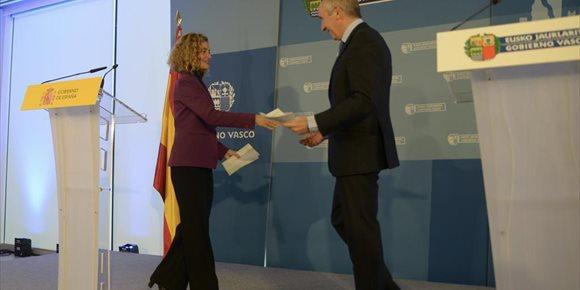 1. El Gobierno transferirá Prisiones y otras 32 competencias Euskadi en el plazo de un año