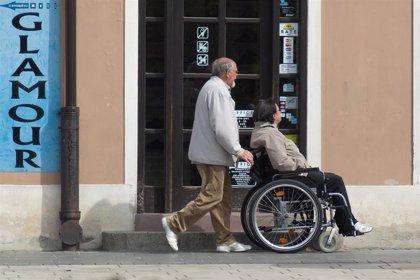 La Sociedad de Geriatría y Gerontología lanza un curso 'on line' y gratuito para formar a cuidadores
