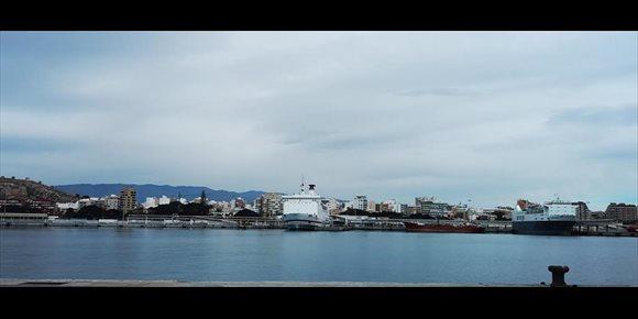 6. Las comunicaciones marítimas con Nador y Orán desde Almería se cancelan hasta el jueves por temporal