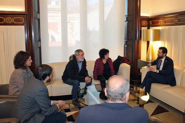 Torrent es reuneix al Parlament amb familiars dels joves d'Altsasu