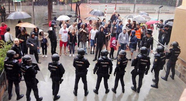 Gurdia Civil i Policia Nacional el dia del referndum