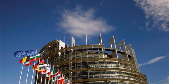 5. El PE, dispuesto a aplazar Brexit y mejorar futuro acuerdo si el Parlamento británico avala acuerdo de divorcio