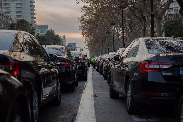 Aturada dels conductors de Cabify a la Diagonal de Barcelona