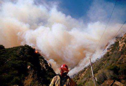 Hallan restos carbonizados de un cuerpo humano en una zona afectada por el incendio de California