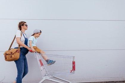 ¿Cómo afecta a la mujer trabajo 'invisible' de ser madre?