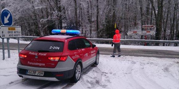 6. La nieve afecta a nueve carreteras de Navarra, aunque las principales vías están abiertas con normalidad