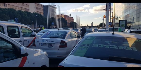 10. El alcalde de Guadalajara suspende su visita a Fitur por no poder llegar a causa de la huelga de taxistas