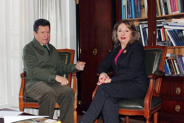 La ministra de Turismo de Ecuador con el embajador de Ecuador en España