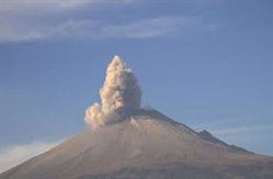 El volcà Popocatépetl de Mèxic provoca una columna de cendres de més de 4 quilòmetres (TWITTER @POPOCATEPELT_MX - Archivo)