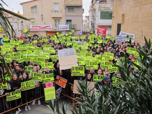 Vecinos de Andorra protestan ante la visita de la ministra