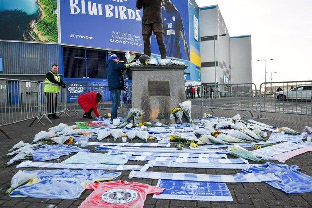 Aficionados del Cardiff dejan sus mensajes de apoyo a Emiliano Sala