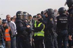 Agredit un policia als voltants d'Ifema quan mirava d'intervenir entre dos taxistes (Ricardo Rubio - Europa Press)