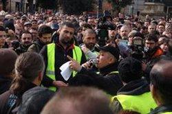 'Tito' Álvarez dimiteix com a portaveu del comitè de vaga dels taxistes en plena assemblea (ACN)