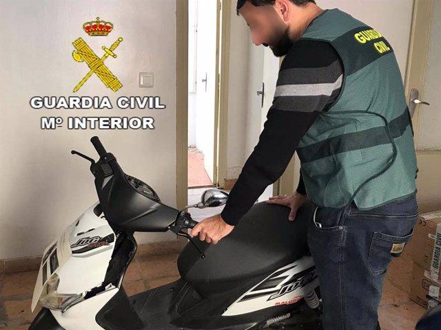 La Guardia Civil esclarece robo de ciclomotores en Roquetas de Mar (Almería)