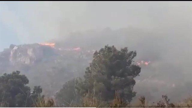 Imagen del incendio declarado en Cerro Gordo (Granada)