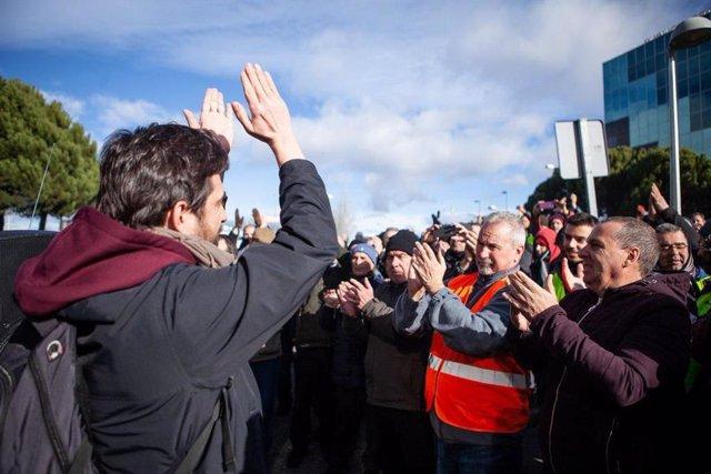 Rafael Mayoral, de Podemos, en apoyo a los taxistas