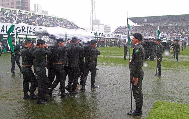 Funeral en el estadio de Chapecó por los jugadores del Chapecoense