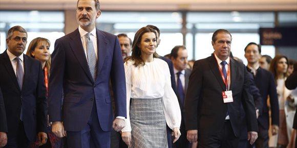 4. Los Reyes brindan su apoyo a Fitur en una inauguración que no se ha visto deslucida por la protesta de los taxistas