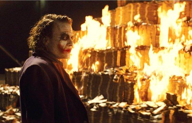 Heath Ledger es Joker en El caballero oscuro