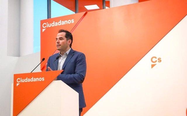 Aguado insiste en crear una mesa de diálogo entre Comunidad, Ayuntamiento y los sectores del Taxi y VTC