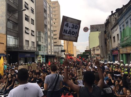 Centenares de estudiantes se manifiestan en Sao Paulo contra el aumento de las tarifas de transporte