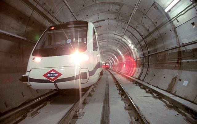 Metro transporta a primera hora a 35.000 personas hasta Ifema