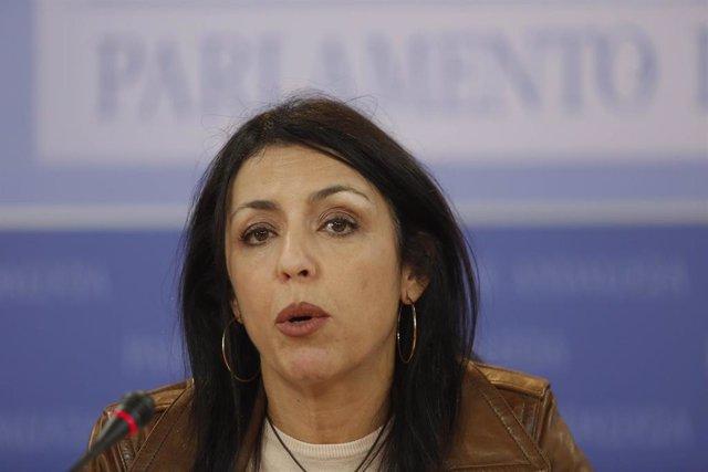 La presidenta del Parlamento, Marta Bosquet, en rueda de prensa